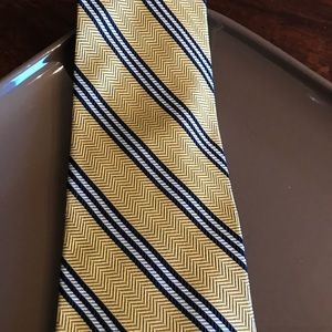 Brooks Brothers NWOT Tie Navy and gold